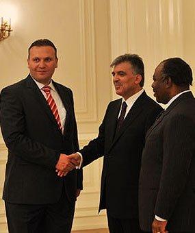 Karmod blev inbjuden till presidentpalatset