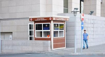 Karmod moderna säkerhetsstugor, som ska användas i Tingshuset i Istanbul